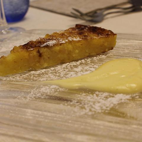 dolci Torta di riso con crema inglese ristorante la Tagliatella Arezzo