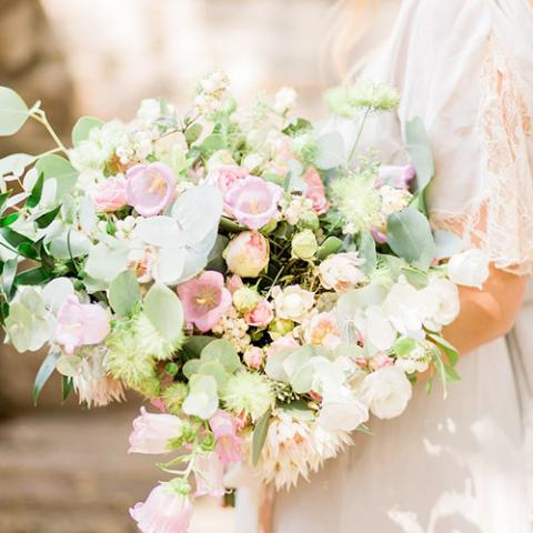 Wedding in a villa: bouquet Flowers Living Vetrinando Arezzo