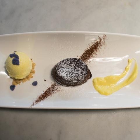Tortino al Cioccolato Fondente e Gelato al Rum ristorante Dario e Anna Arezzo Vetrinando