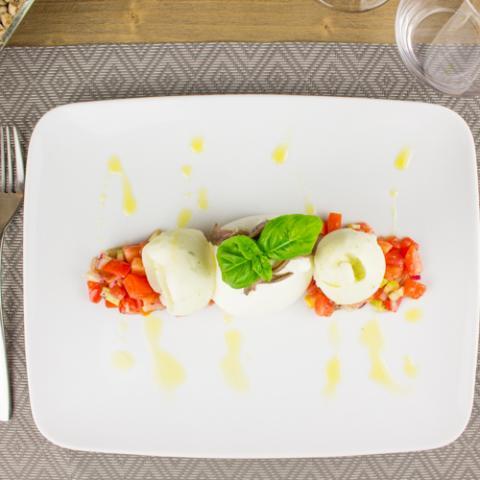 Caprese di Burrata e Pomodorini Convivio Ristotigelleria Toscana Vetrinando Arezzo