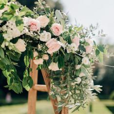 Romantic Wedding: allestimento cerimonia Flowers Living Vetrinando Arezzo