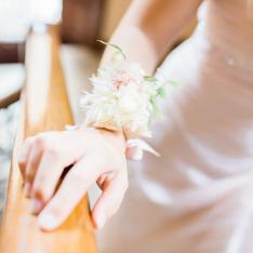 Wedding in a villa: corsage Flowers Living Vetrinando Arezzo