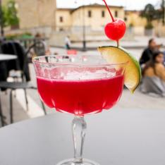 Gin Sour ai fiori di ibisco Emilio Cafè Vetrinando Arezzo