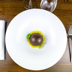 Mezza sfera cioccolato dessert Bistrot 31 Vetrinando Arezzo